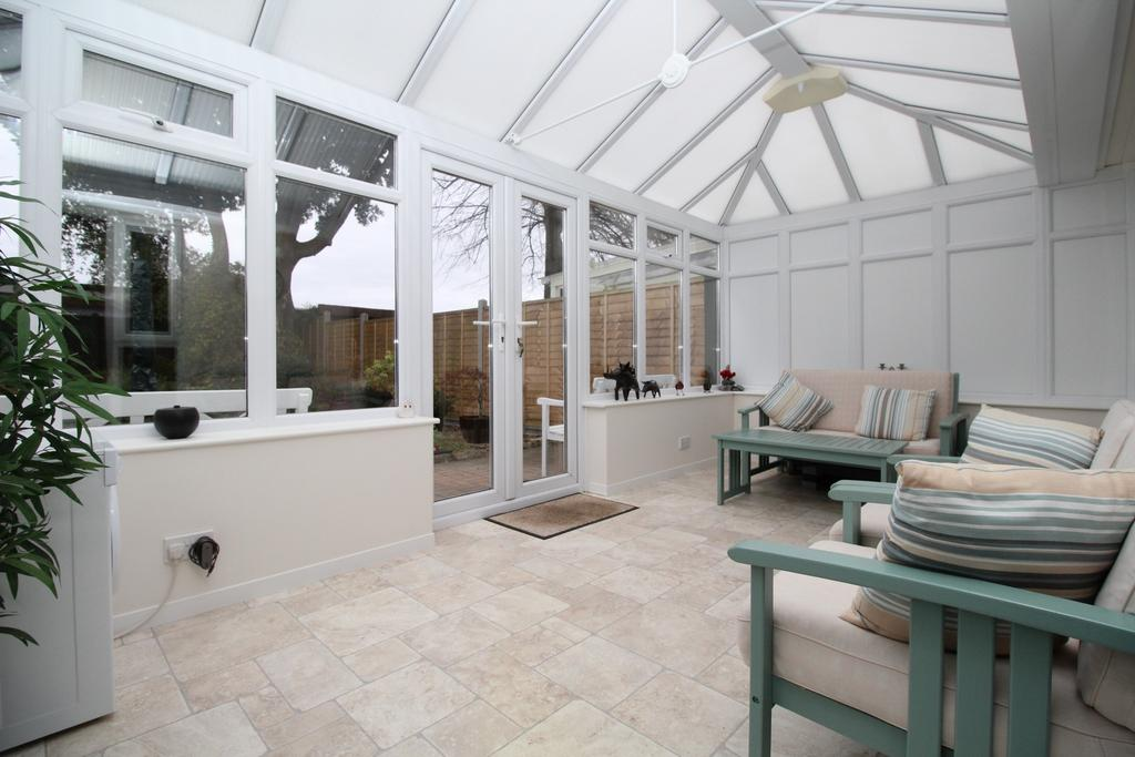 3 Bedrooms Semi Detached House for sale in Oaklands Gardens, Titchfield Common