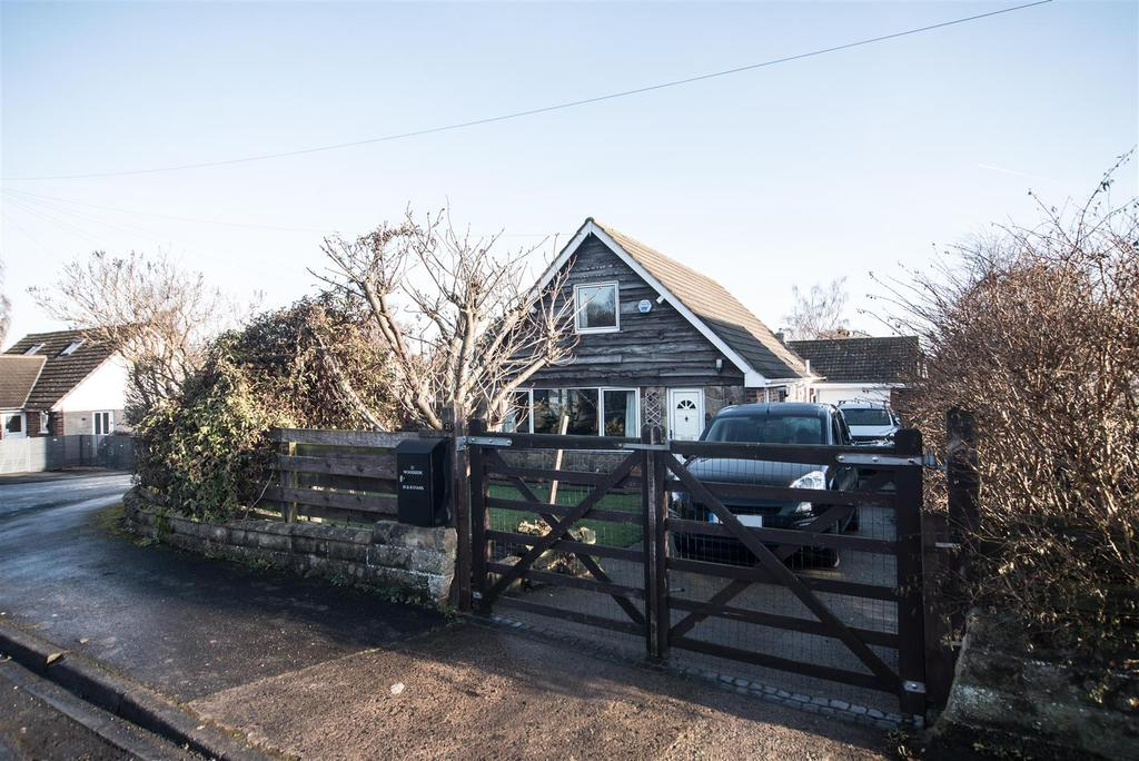 4 Bedrooms Detached Bungalow for sale in Woodside, Denby Dale, Huddersfield