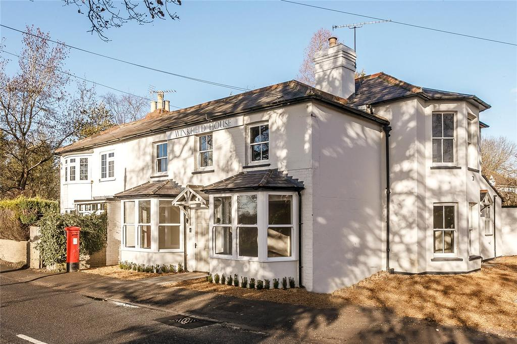 2 Bedrooms Flat for sale in Apartment 2, Winkfield House, Maidens Green, Berkshire