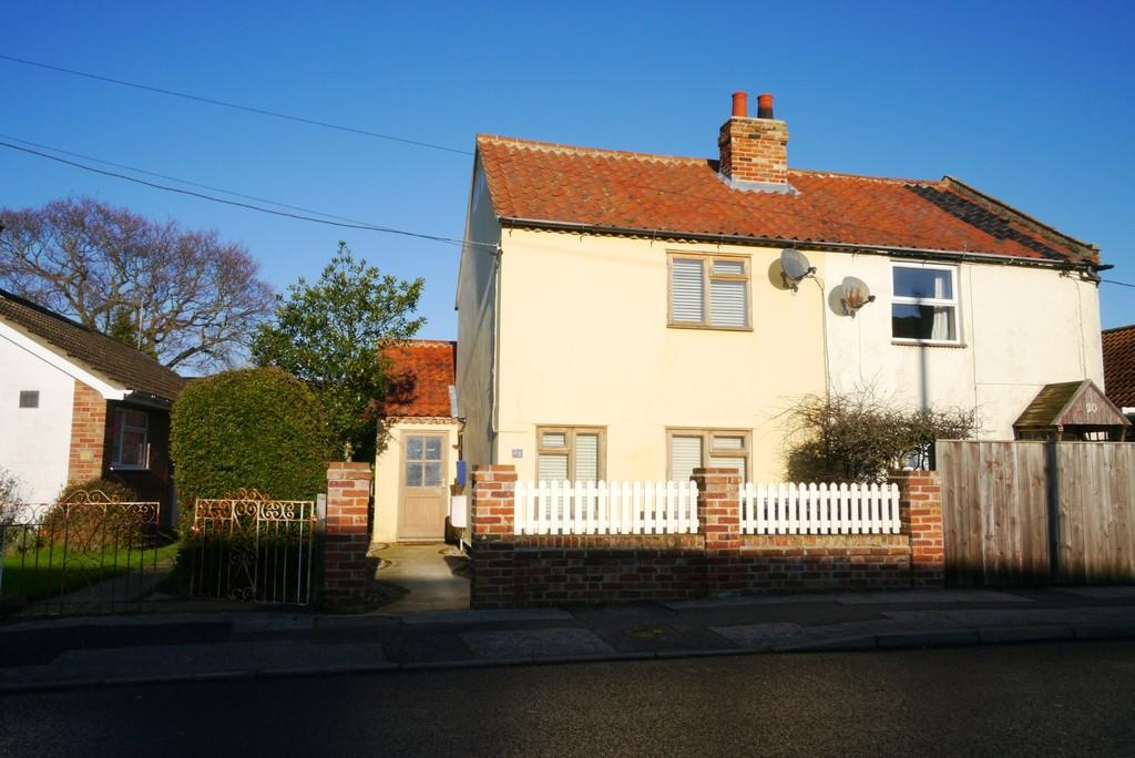 2 Bedrooms Semi Detached House for sale in Somerleyton Road, Oulton, Lowestoft