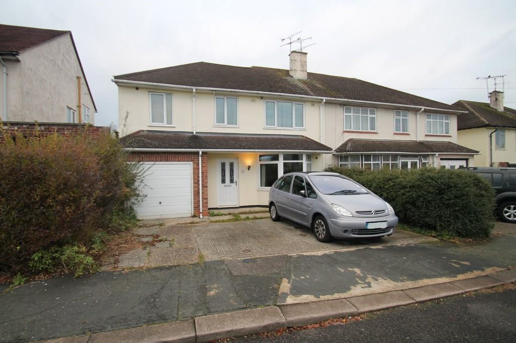 4 Bedrooms Semi Detached House for sale in Clyde Crescent, Chelmsford
