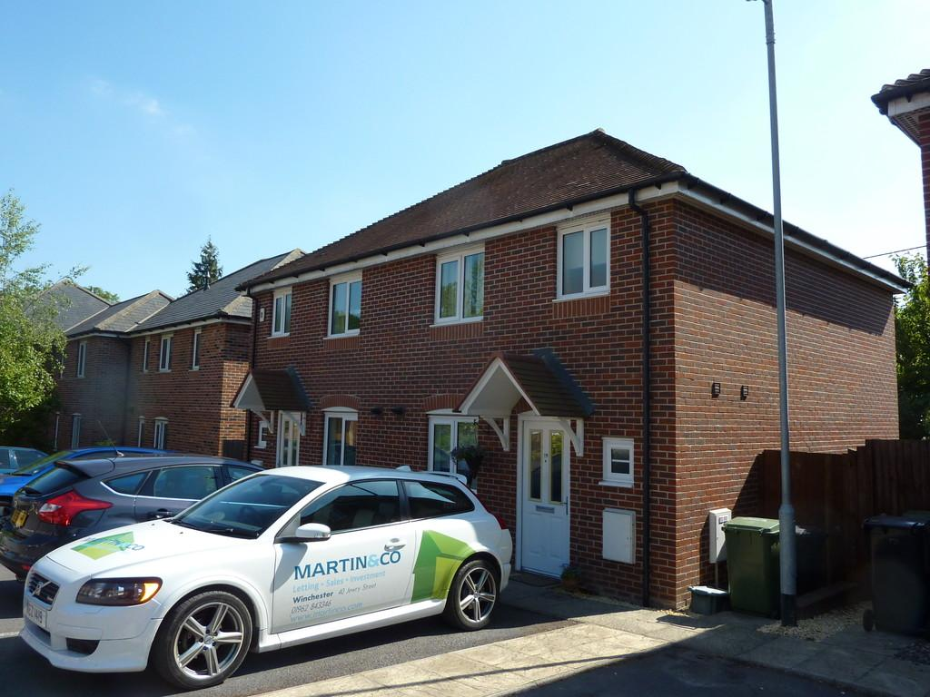 3 Bedrooms Semi Detached House for sale in Francis Copse, Colden Common, Winchester