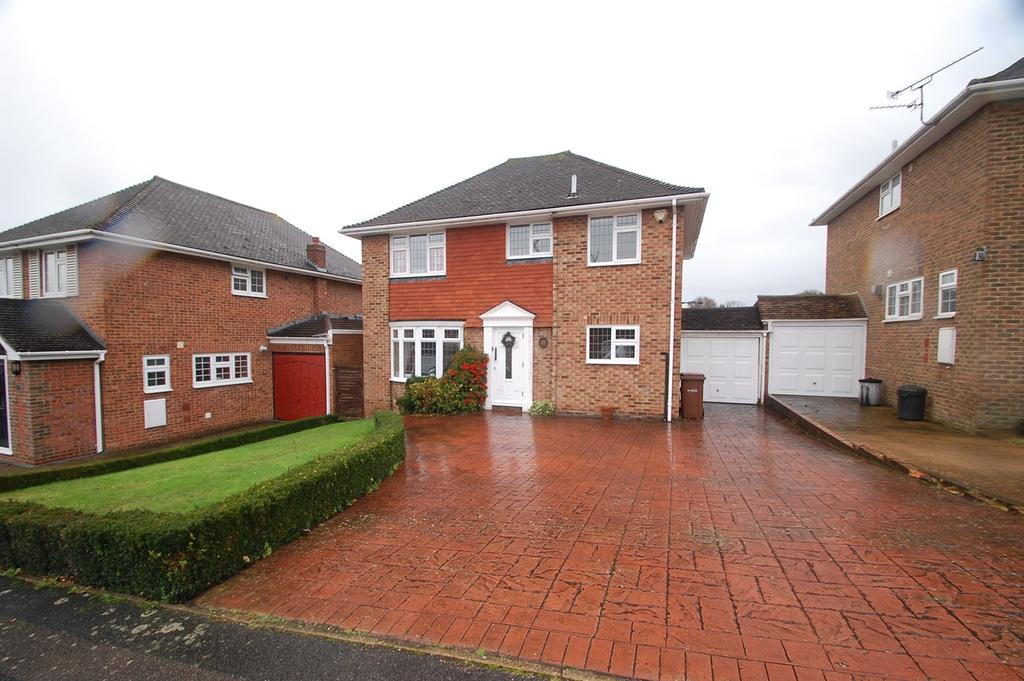 4 Bedrooms Detached House for sale in Ploughmans Way, Rainham, Gillingham, ME8