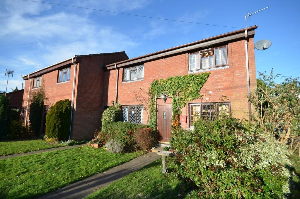 2 Bedrooms End Of Terrace House for sale in Old Heath Way, Farnham