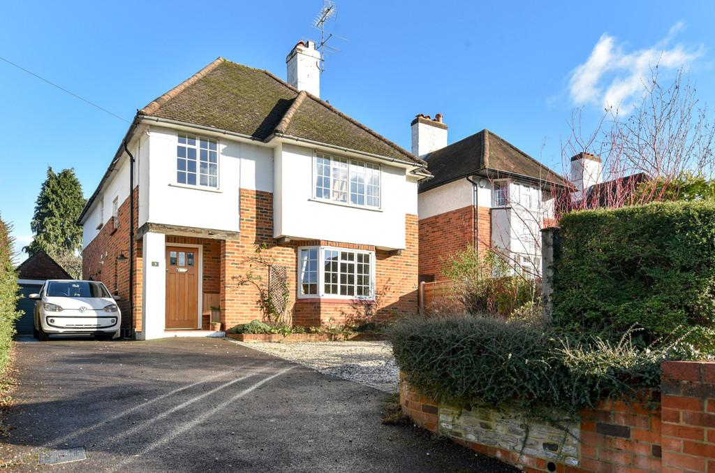 4 Bedrooms Detached House for sale in Tilford Road, Farnham