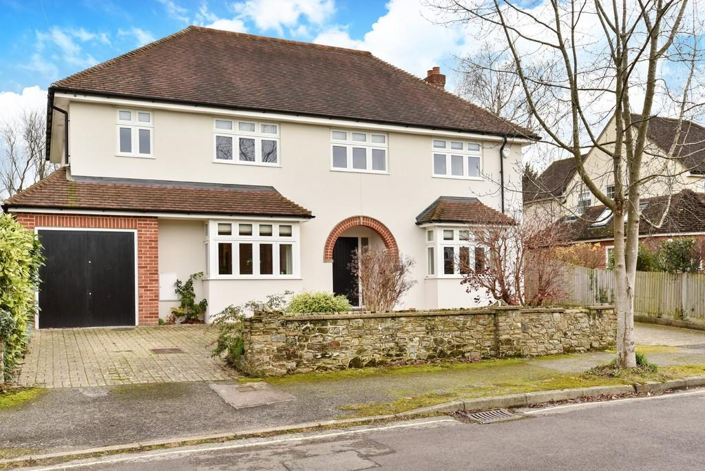 6 Bedrooms Detached House for sale in Longley Road, Farnham
