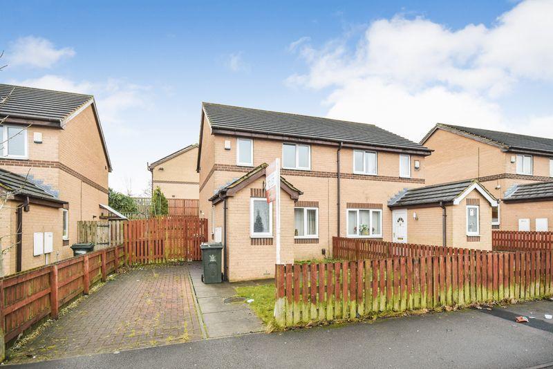 2 Bedrooms Semi Detached House for rent in Burnham Avenue, Bradford