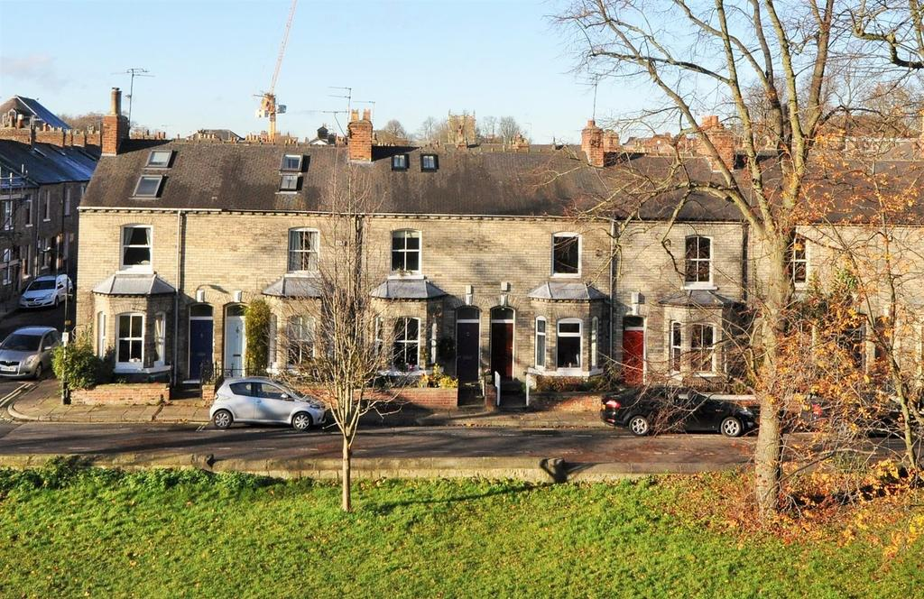 3 Bedrooms Terraced House for sale in Baile Hill Terrace, Bishophill, York YO1 6HF