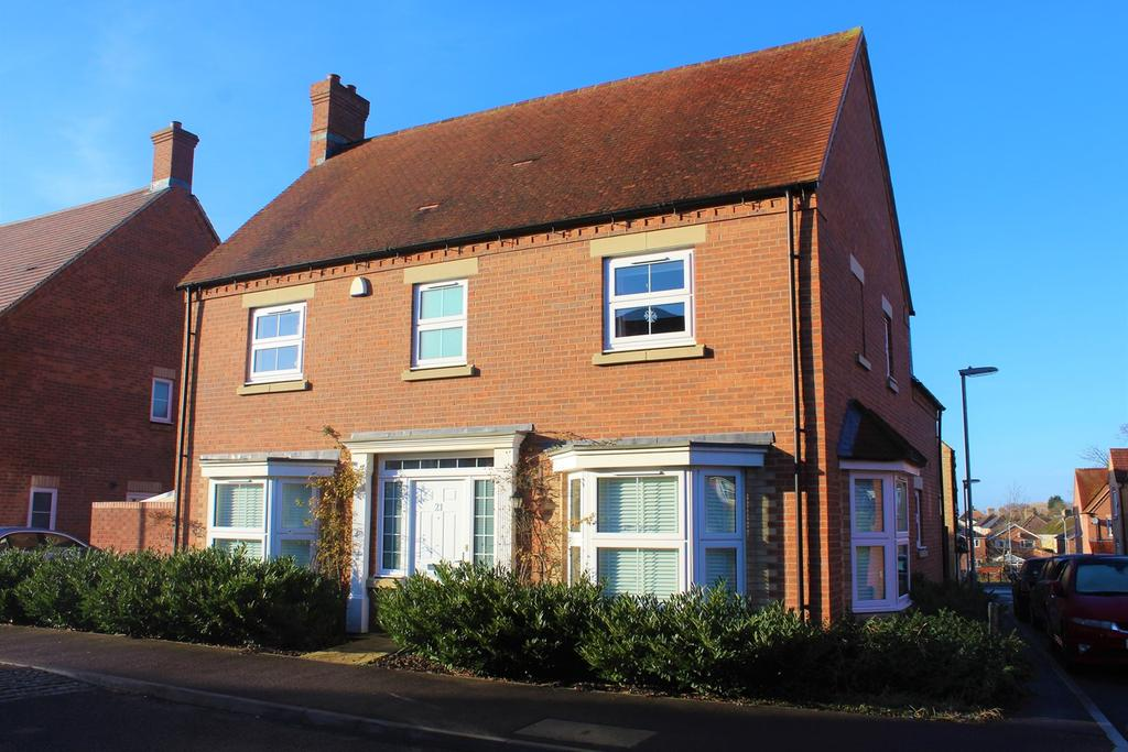 4 Bedrooms Detached House for sale in Fennel Avenue, Stotfold, Hitchin, SG5