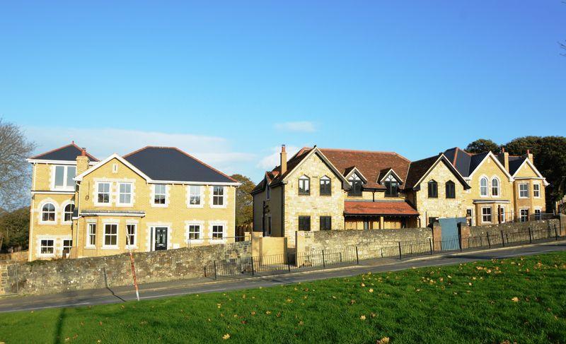 3 Bedrooms Semi Detached House for sale in ELMFIELD, RYDE