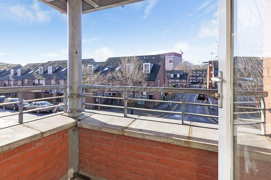 2 Bedrooms Flat for sale in Wellington Square, Islington, N1