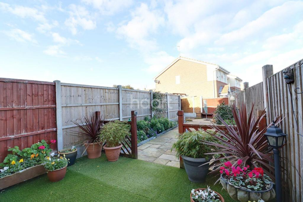 2 Bedrooms Terraced House for sale in Cole Avenue, Chadwell St Mary