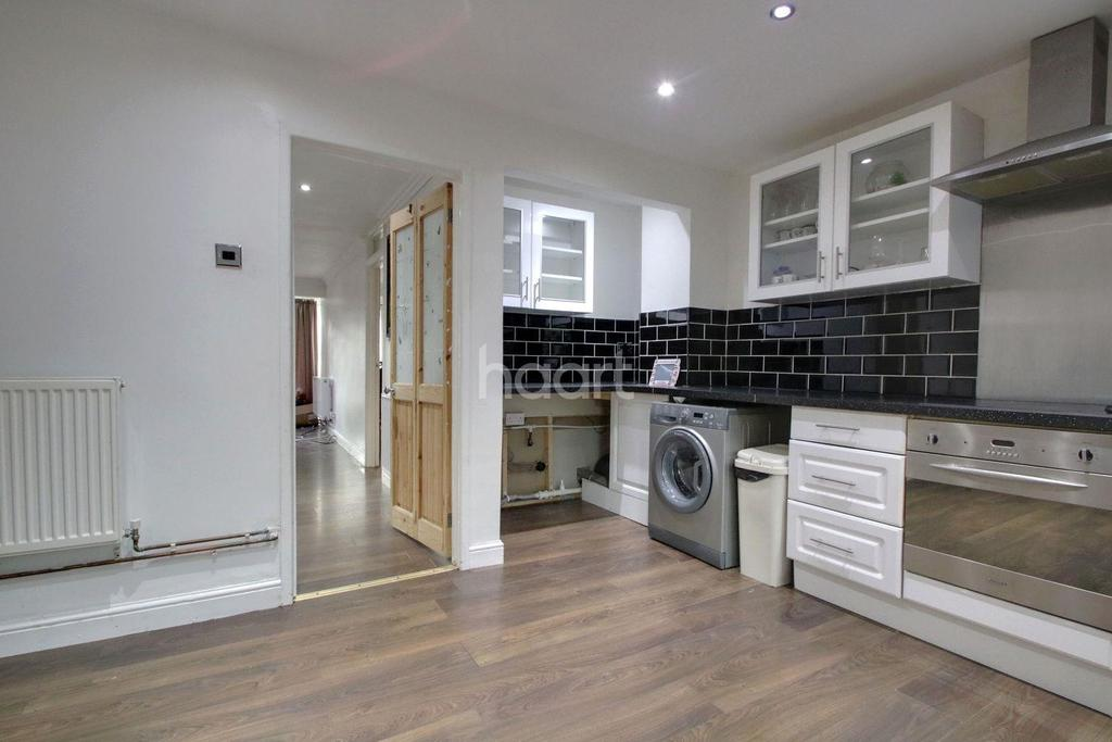 3 Bedrooms Terraced House for sale in Winstree, Basildon
