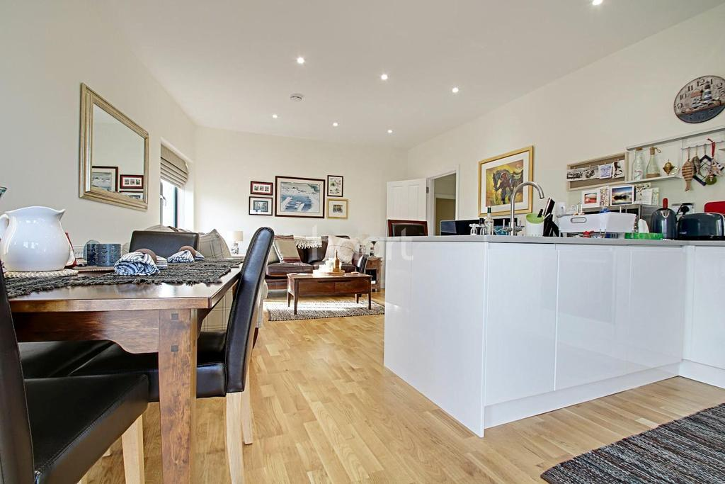 3 Bedrooms Flat for sale in Lind Road, Sutton, SM1