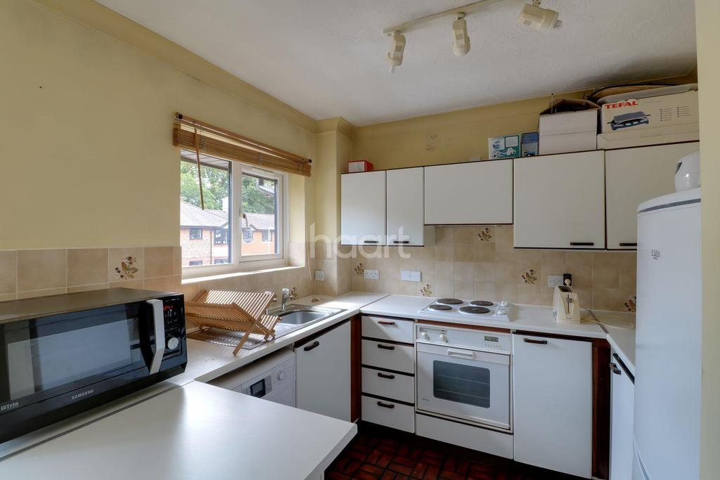2 Bedrooms Flat for sale in Waterside Court, Fleet