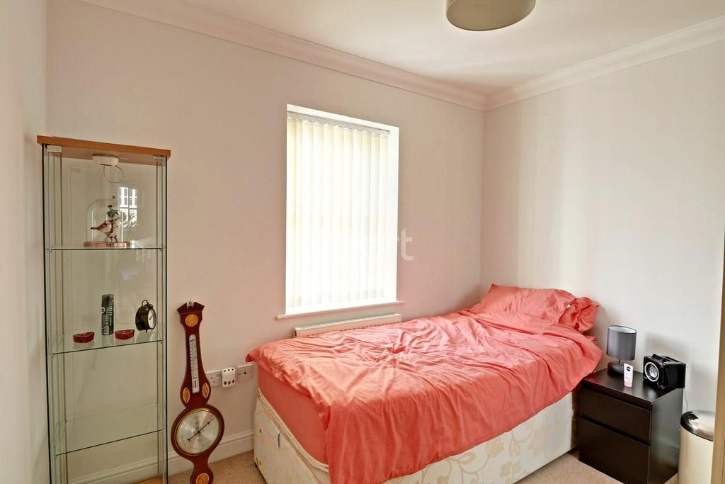 2 Bedrooms Flat for sale in Grange Farm