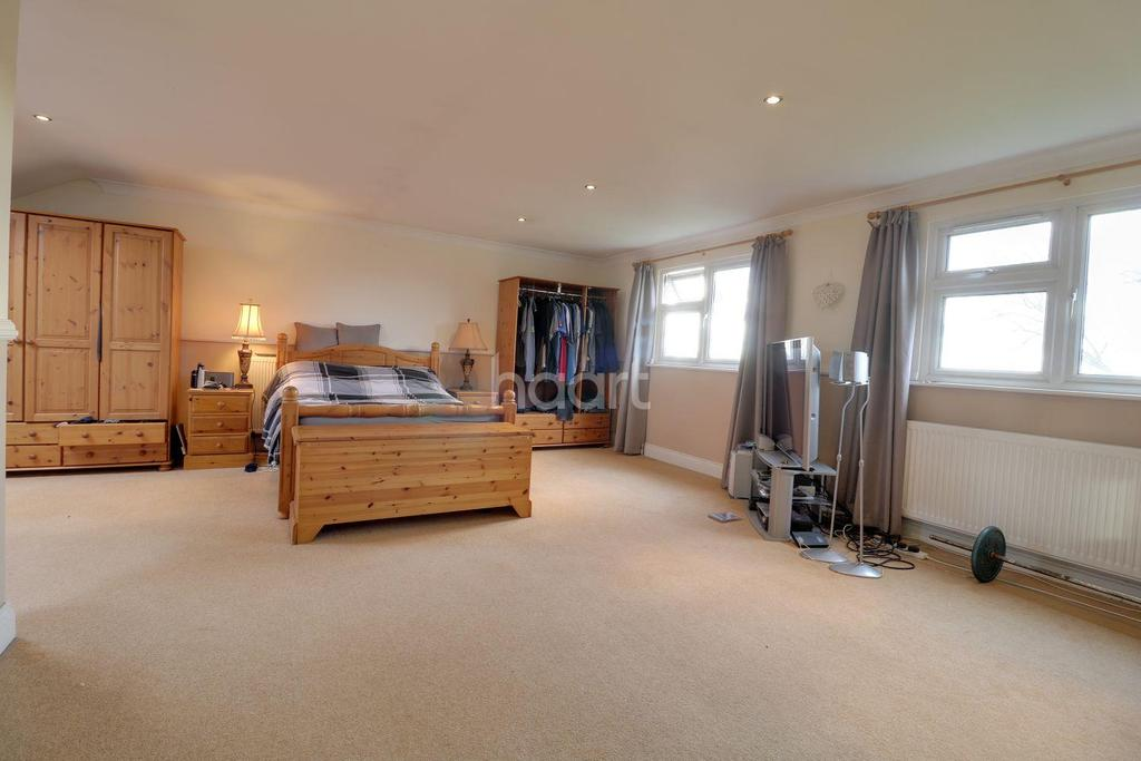 3 Bedrooms Bungalow for sale in Hawk Hill, Battlesbridge