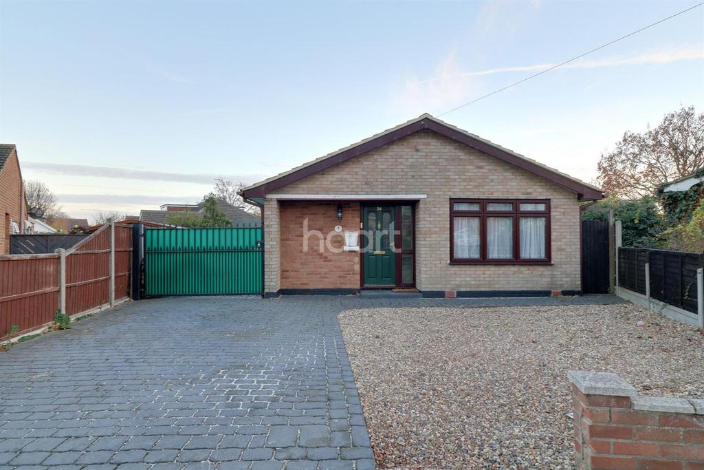 3 Bedrooms Bungalow for sale in Sairard Gardens, Leigh-On-Sea