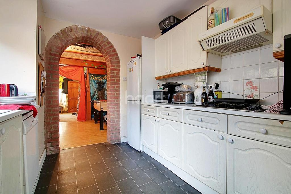 3 Bedrooms Terraced House for sale in Cavour Road, Sheerness