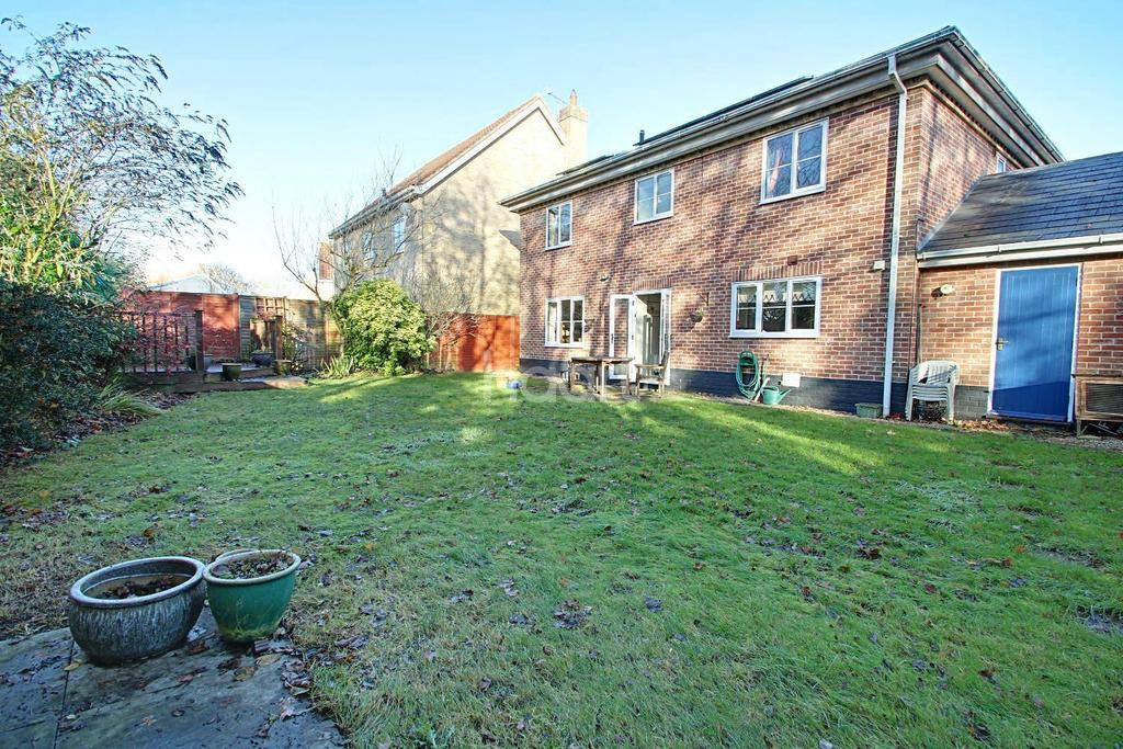 4 Bedrooms Detached House for sale in Cranesbill Drive