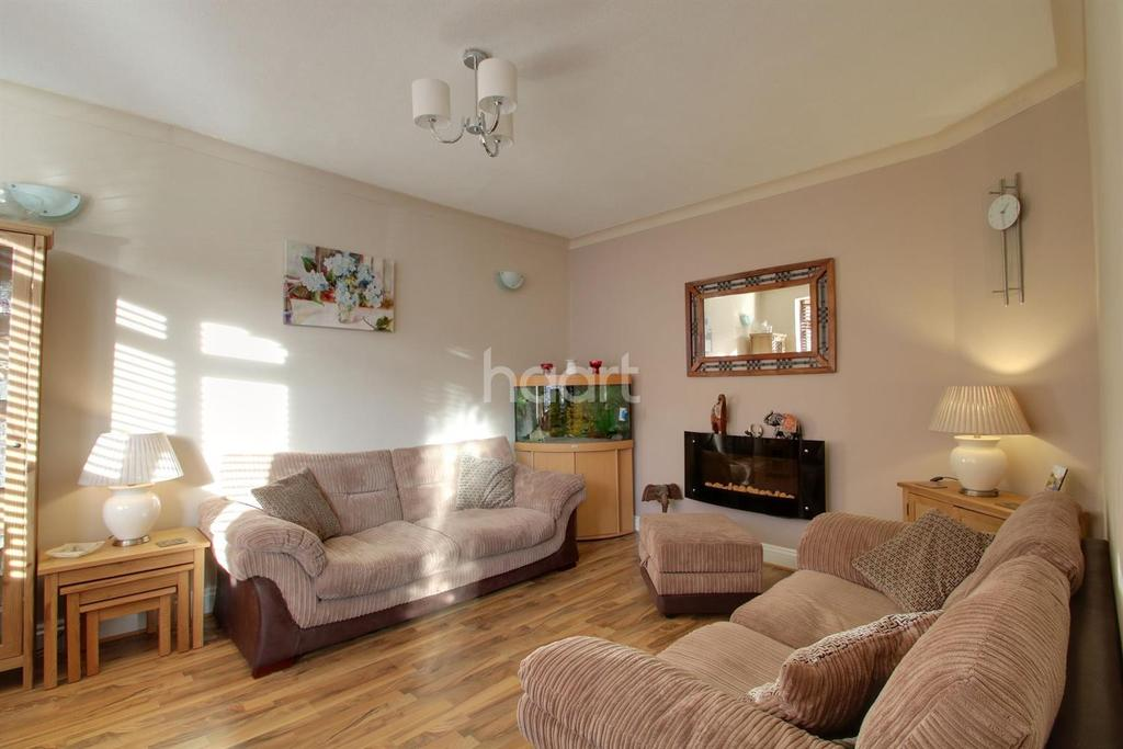 3 Bedrooms Terraced House for sale in Kings Avenue, Chadwell Heath