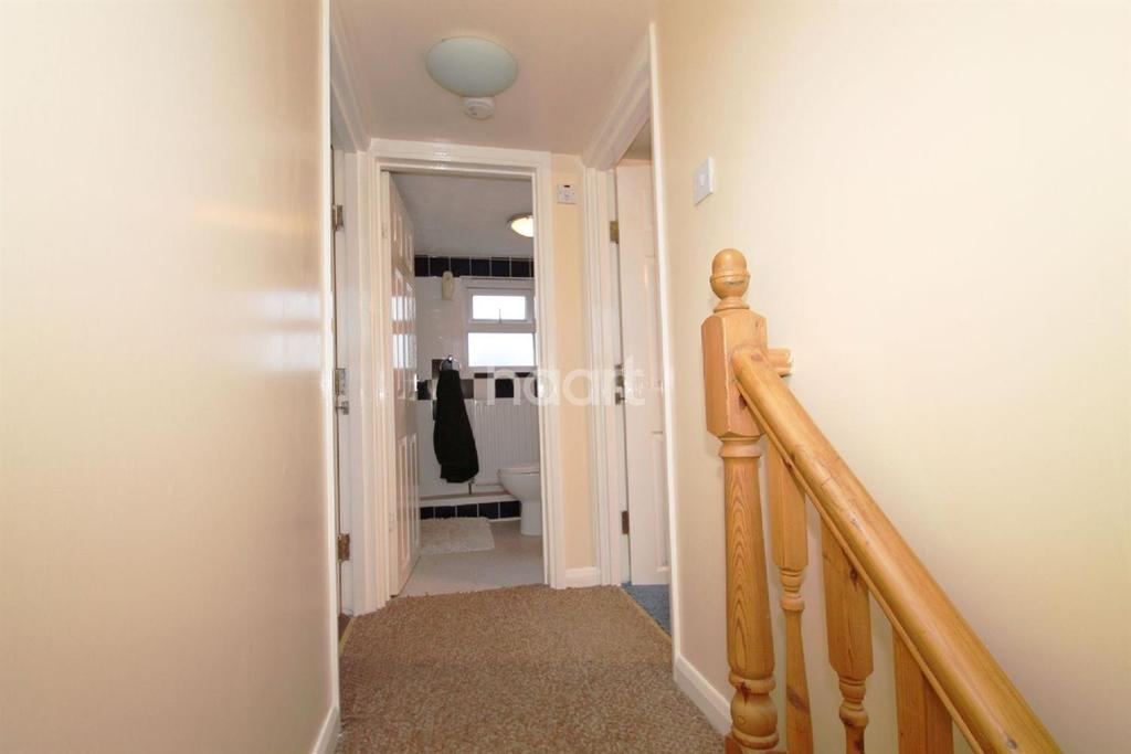 3 Bedrooms Terraced House for sale in Laindon