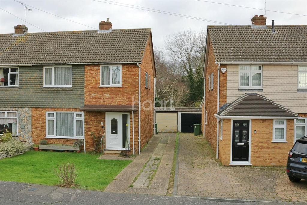 3 Bedrooms Semi Detached House for sale in Welbeck Drive, Langdon Hills