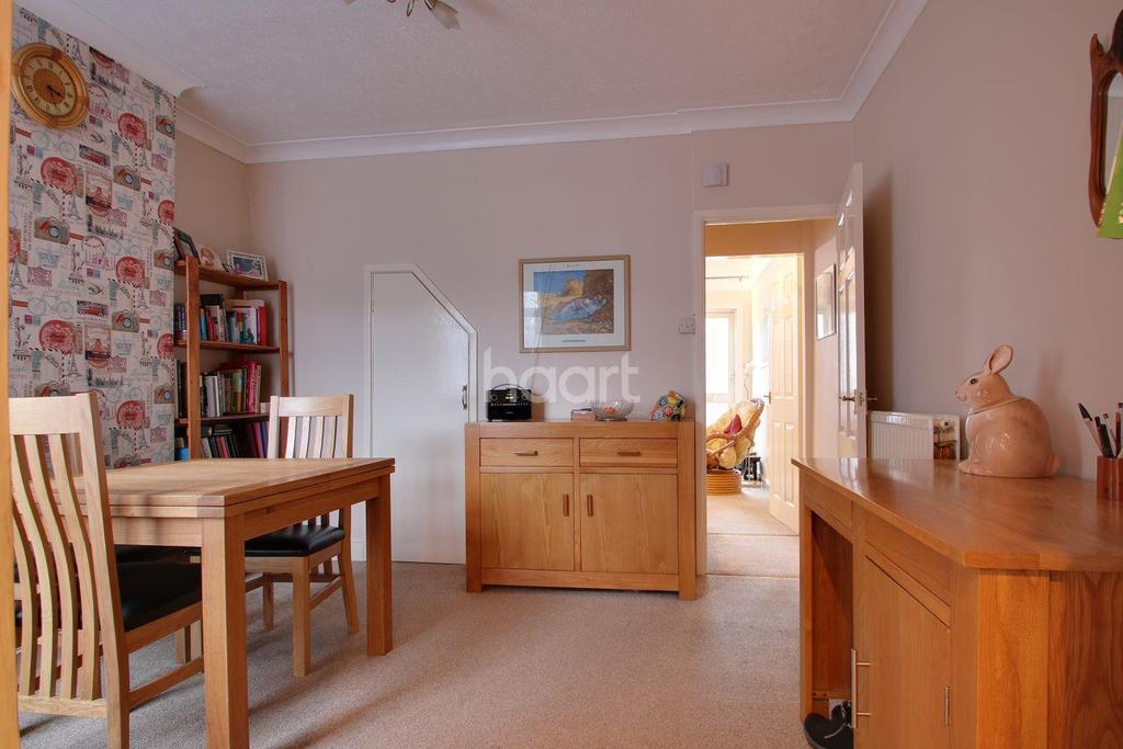 3 Bedrooms Terraced House for sale in Springfield Road