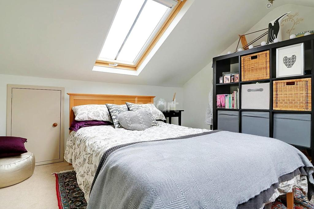 3 Bedrooms Semi Detached House for sale in Junction Road, Dorking