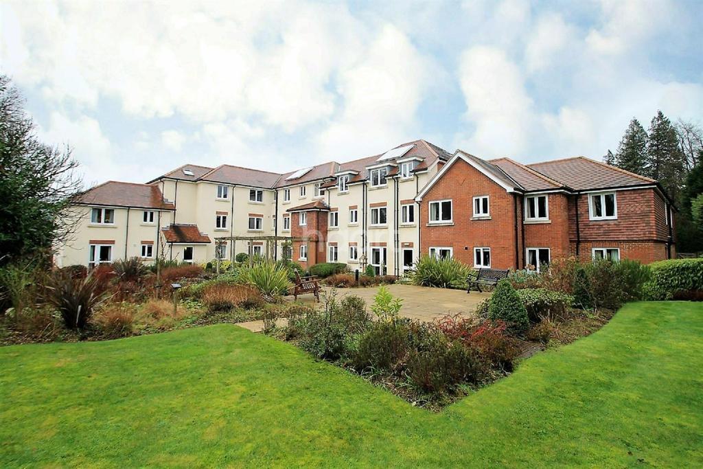 1 Bedroom Flat for sale in Headley Road, Grayshott, Surrey