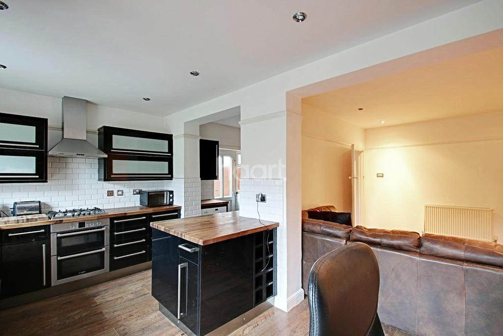 3 Bedrooms Semi Detached House for sale in Extended Family Home In Cranleigh Gardens