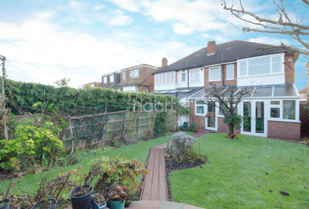 3 Bedrooms Semi Detached House for sale in Hampden Way, Southgate, N14