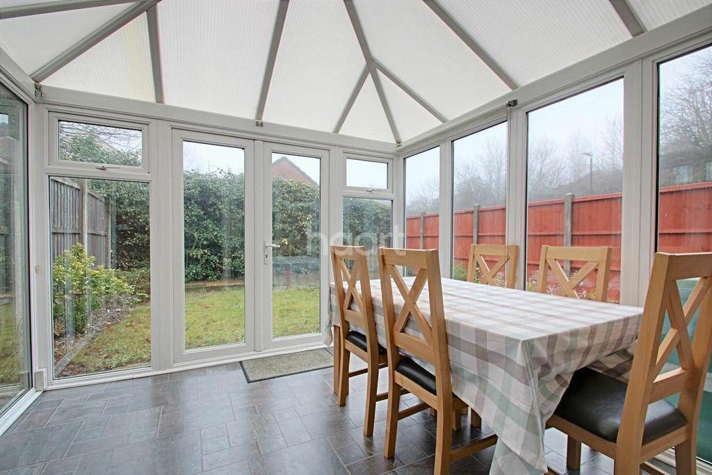 2 Bedrooms End Of Terrace House for sale in Wildfell Close, Walderslade Woods, Chatham