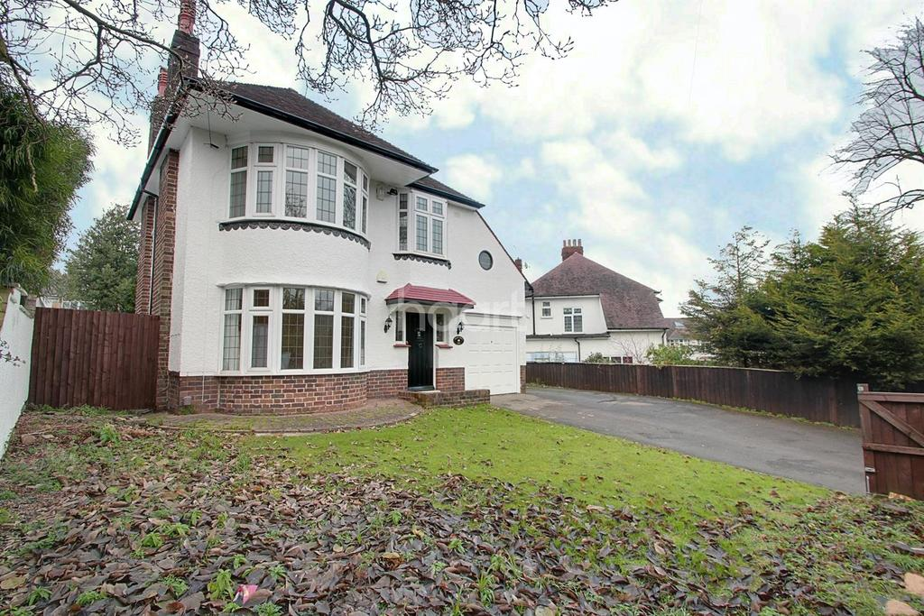 3 Bedrooms Detached House for sale in Risca Road, Newport