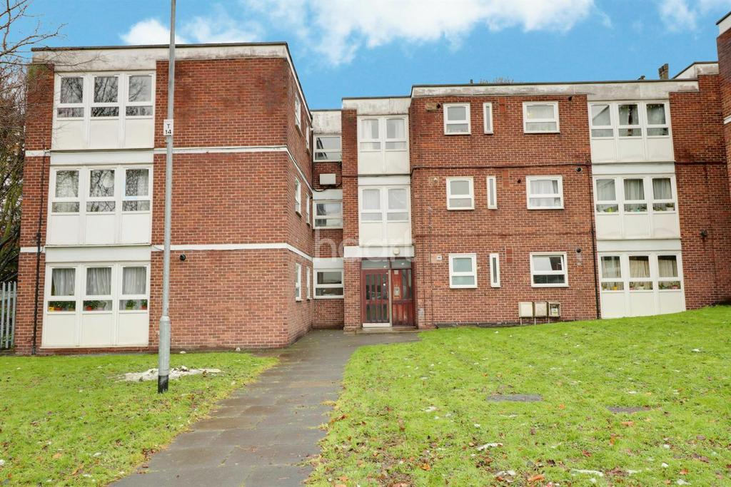 1 Bedroom Flat for sale in Thornhill Gardens, Barking, Essex