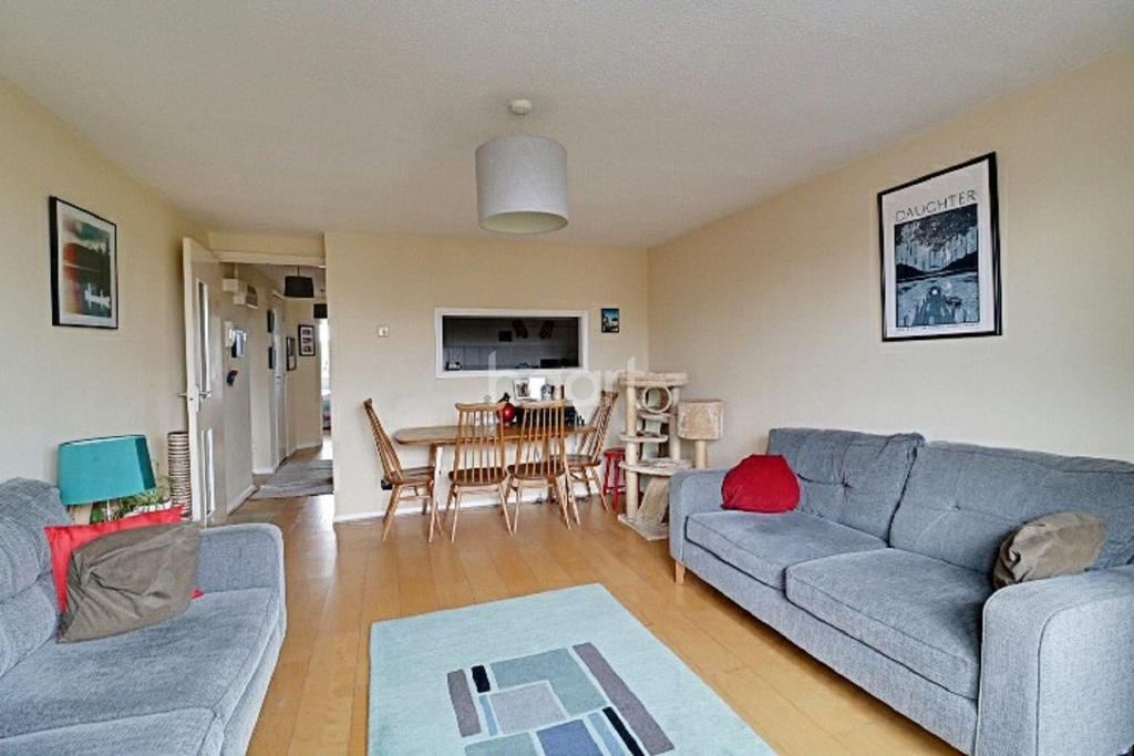 2 Bedrooms Flat for sale in Alphea Close, Colliers Wood, SW19