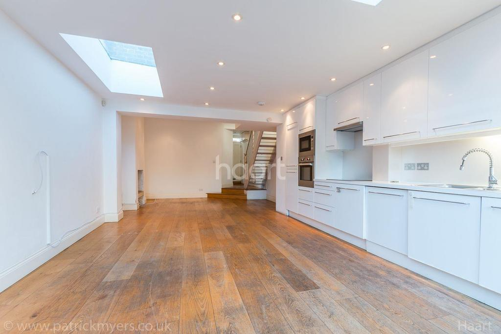2 Bedrooms End Of Terrace House for sale in Chadwick Road, Peckham Rye, London, SE15
