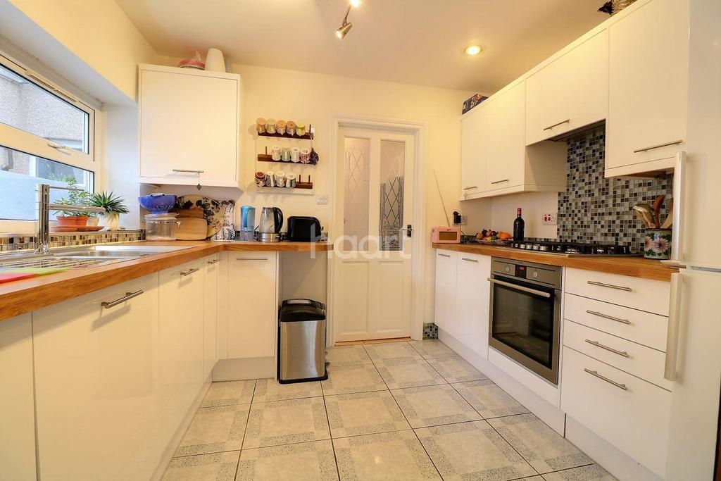 3 Bedrooms Terraced House for sale in Water Lane, Stratford, London, E15
