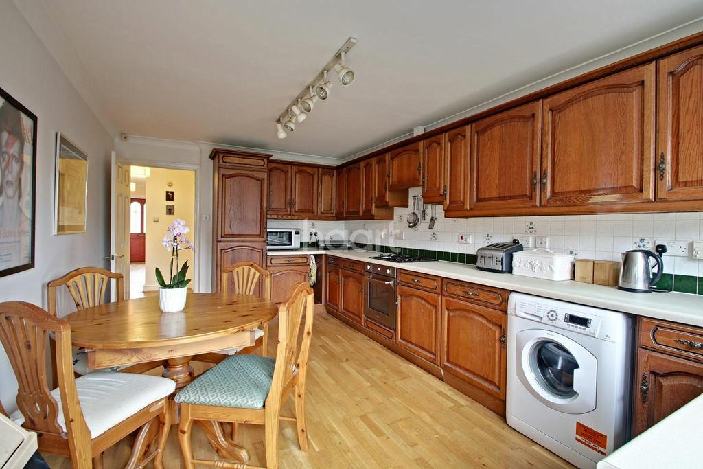 3 Bedrooms Semi Detached House for sale in St Peters Road, Croydon, CR0