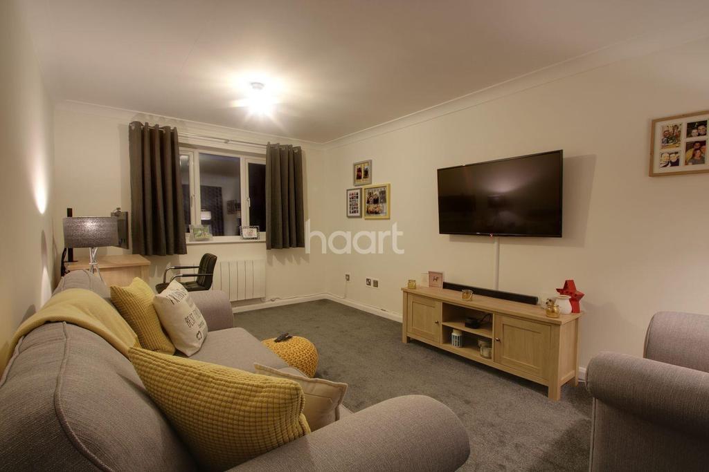 1 Bedroom Flat for sale in Chestnut Road, Basildon