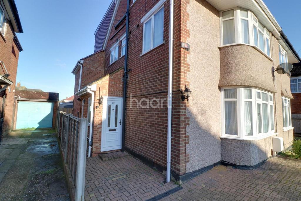 5 Bedrooms Semi Detached House for sale in North Hayes