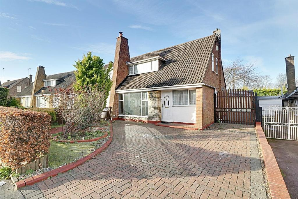 3 Bedrooms Semi Detached House for sale in Bunyans Close, LU3