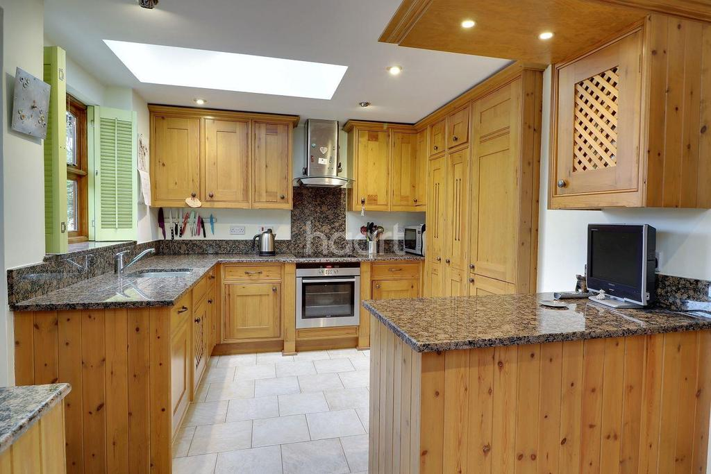 4 Bedrooms Detached House for sale in Near Ludshott Common, Headley Down.