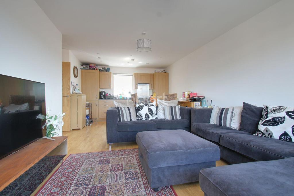 2 Bedrooms Flat for sale in Bateson Drive, Leavesden