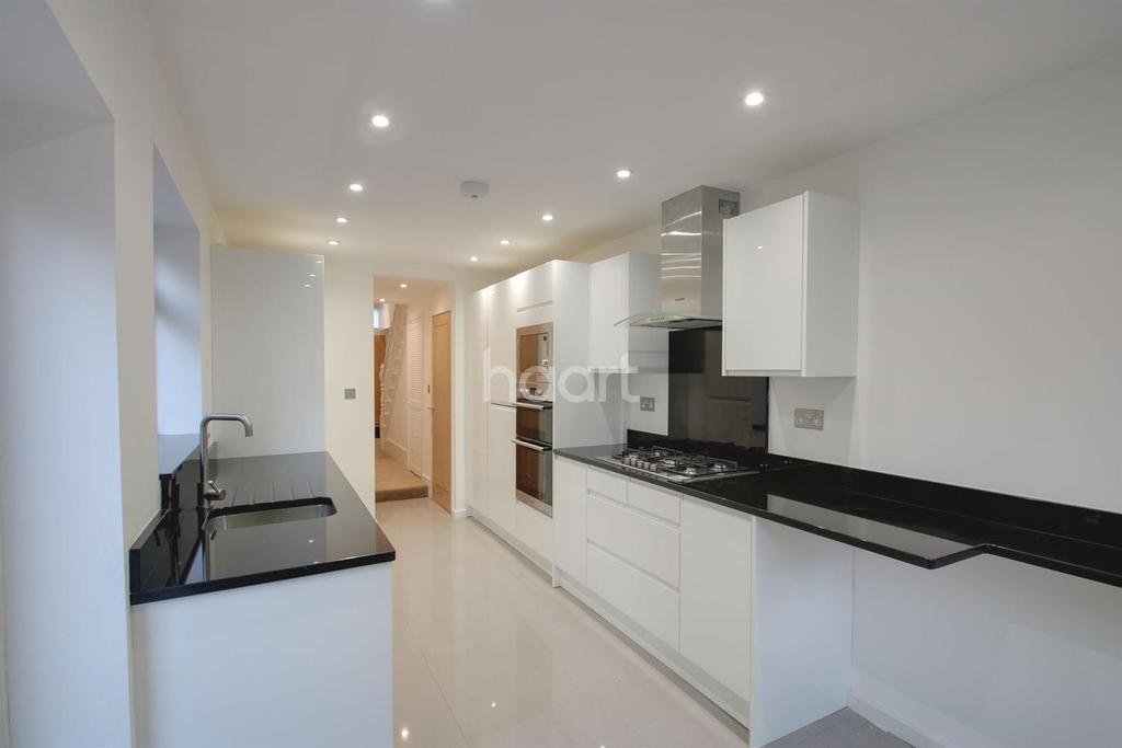 5 Bedrooms Terraced House for sale in Walton Road, Upton Park