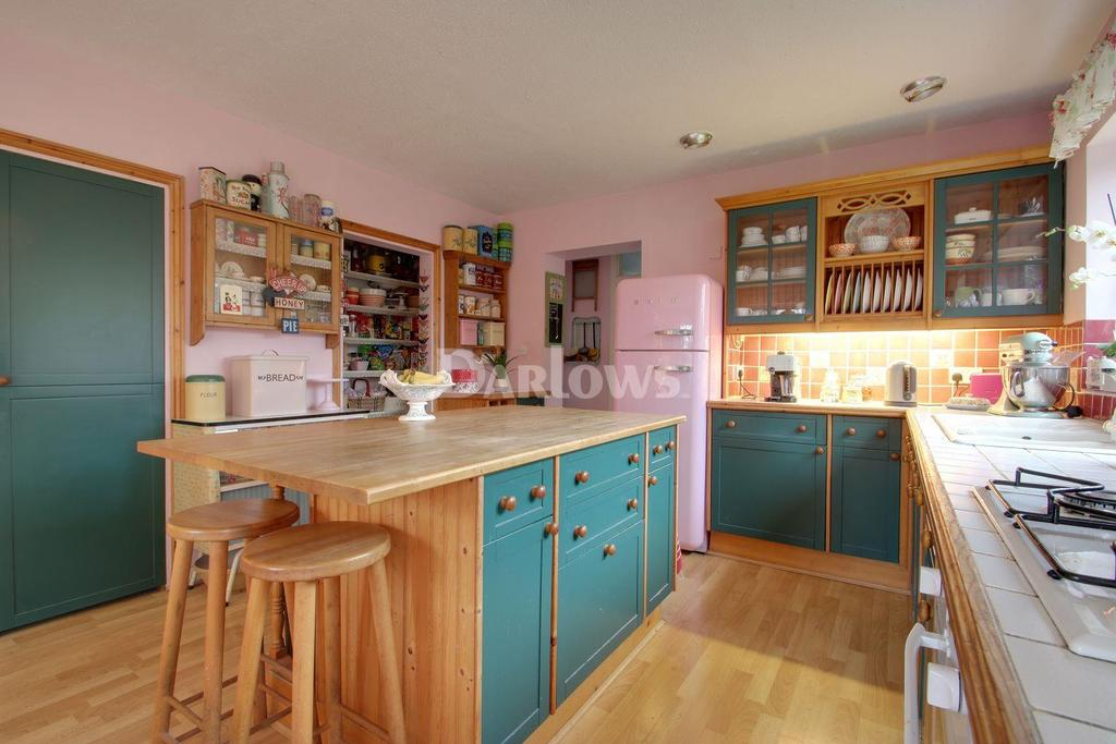4 Bedrooms Detached House for sale in Heol Goch, Gwaelod Y Garth
