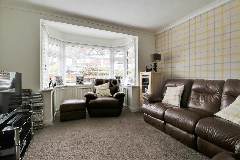 3 Bedrooms Semi Detached House for sale in Spring Gardens, Orpington