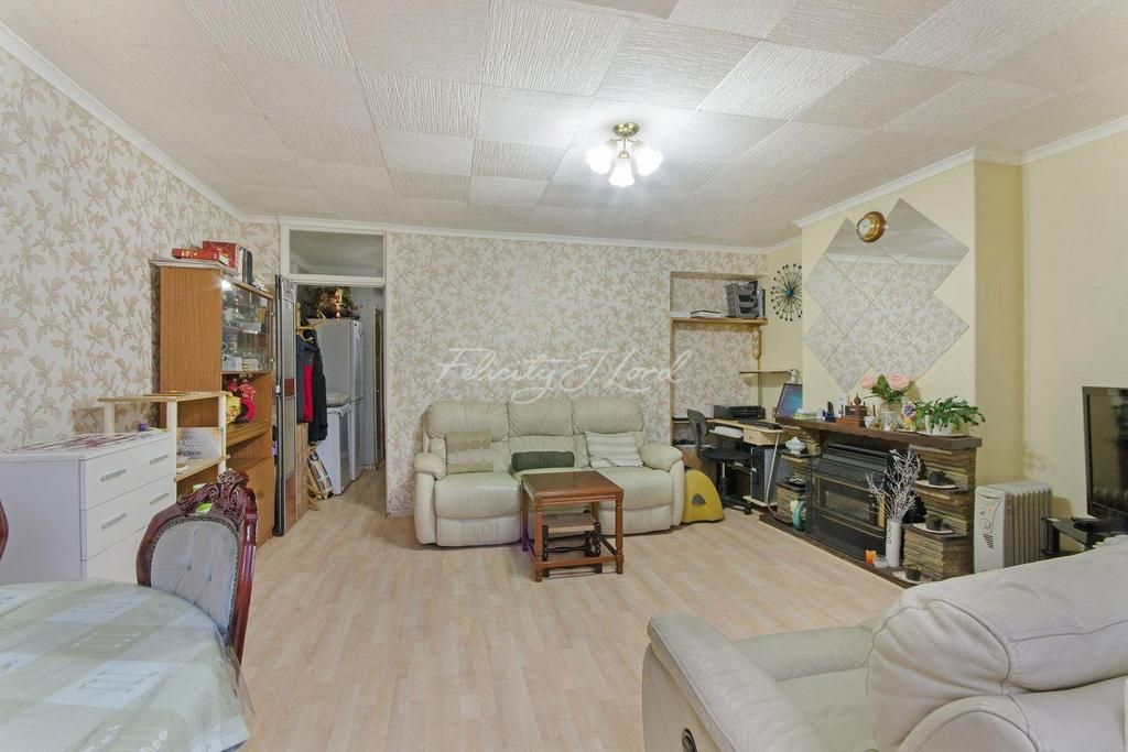 3 Bedrooms Flat for sale in Southwater Close, E14