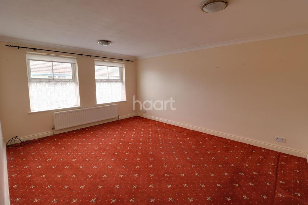 2 Bedrooms Flat for sale in St Leonards Rd, Kirkley