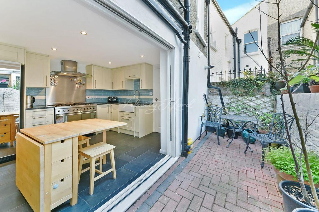 3 Bedrooms Terraced House for sale in Mossford Street, E3